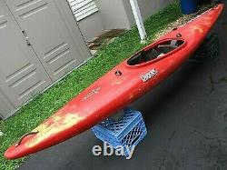 Dagger Cross Fire White Water Kayak Fun Boat River Runner Wave Surf With Paddle
